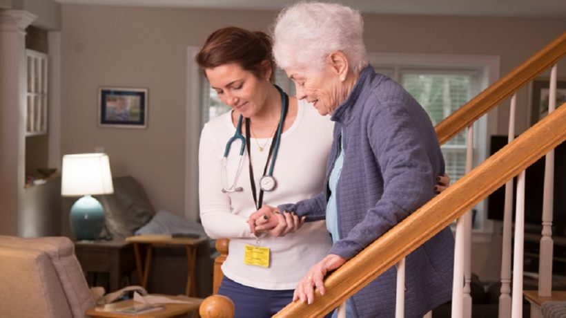 10 Tips to take care of an elderly person at home